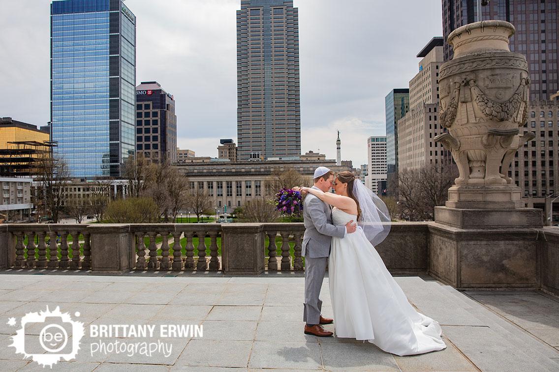 Downtown-Indianapolis-couple-wedding-photographer-salesforce-building-park-Indiana-war-memorial.jpg