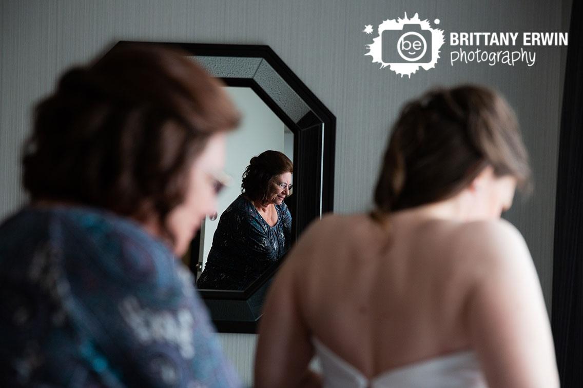 Indianapolis-wedding-photographer-mother-of-bride-mirror-zip-dress.jpg