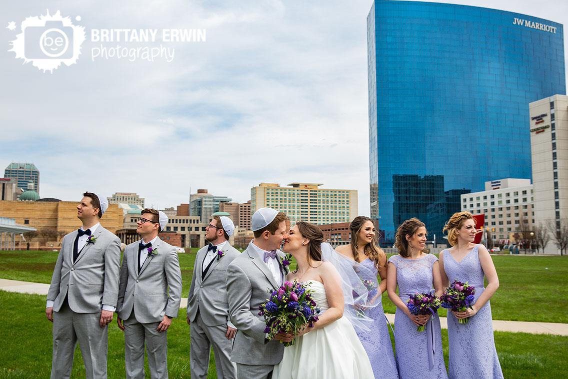 Downtown-Indianapolis-skyline-wedding-photographer-bridal-party-couple-kiss.jpg