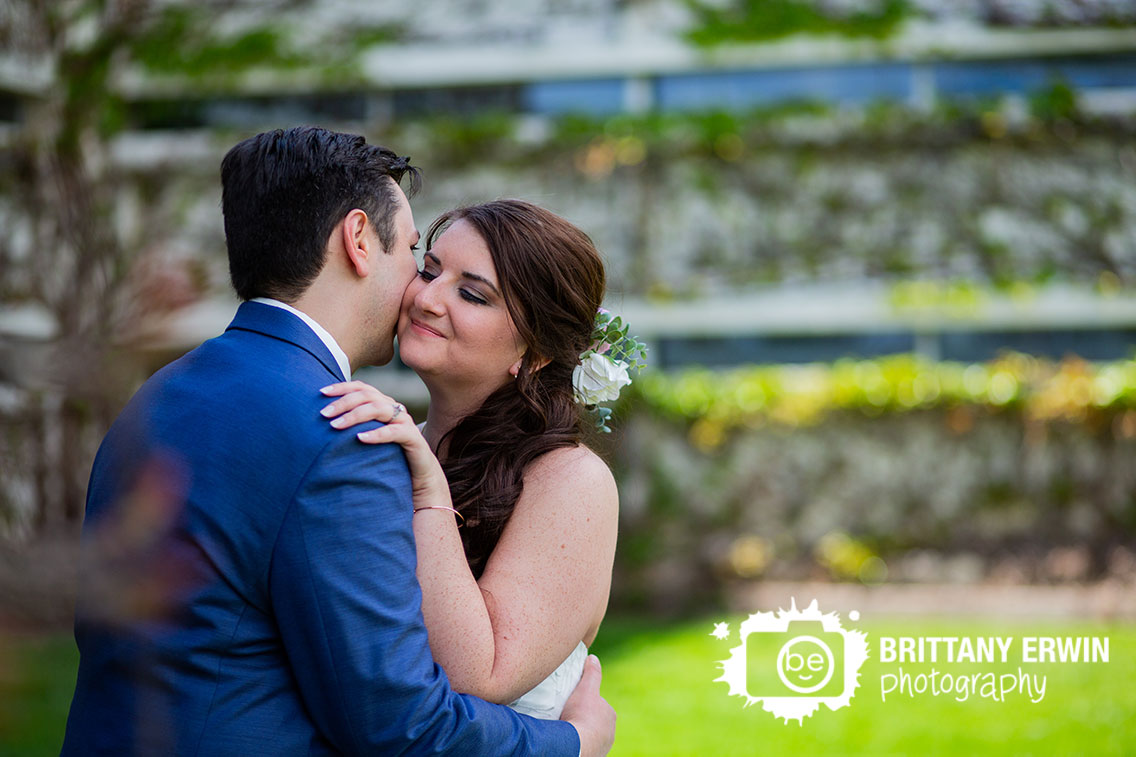 Columbus-Indiana-bridal-portrait-photographer-wedding-day-spring-cummins.jpg