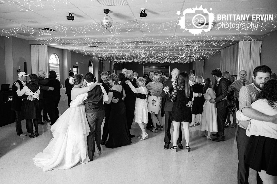 Columbus-Indiana-wedding-reception-photographer-dance-floor-slow-dance.jpg