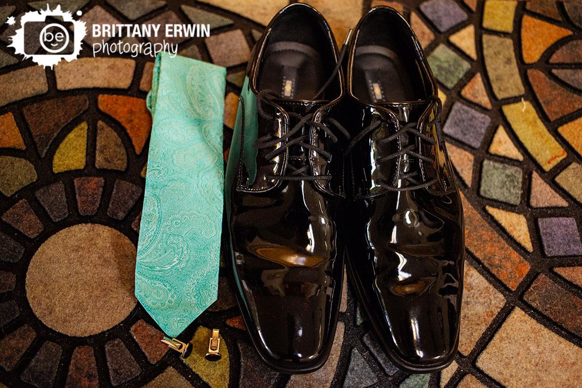 Art-Sanctuary-Indiana-wedding-photographer-groom-getting-ready-paisley-tie-black-shoes.jpg
