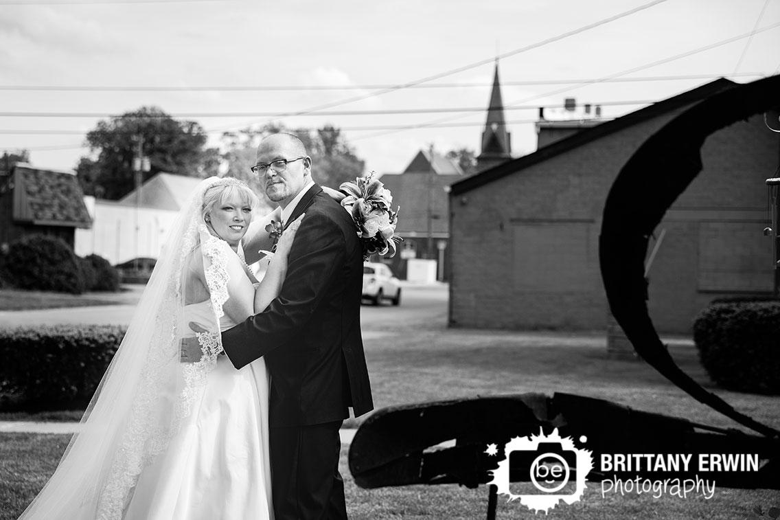 Outdoor-Indiana-Art-Sanctuary-wedding-photographer-couple-spring.jpg