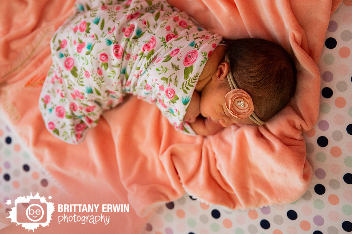 Indianapolis-lifestyle-newborn-portrait-photographer-wrapped-girl-flower-blanket.jpg