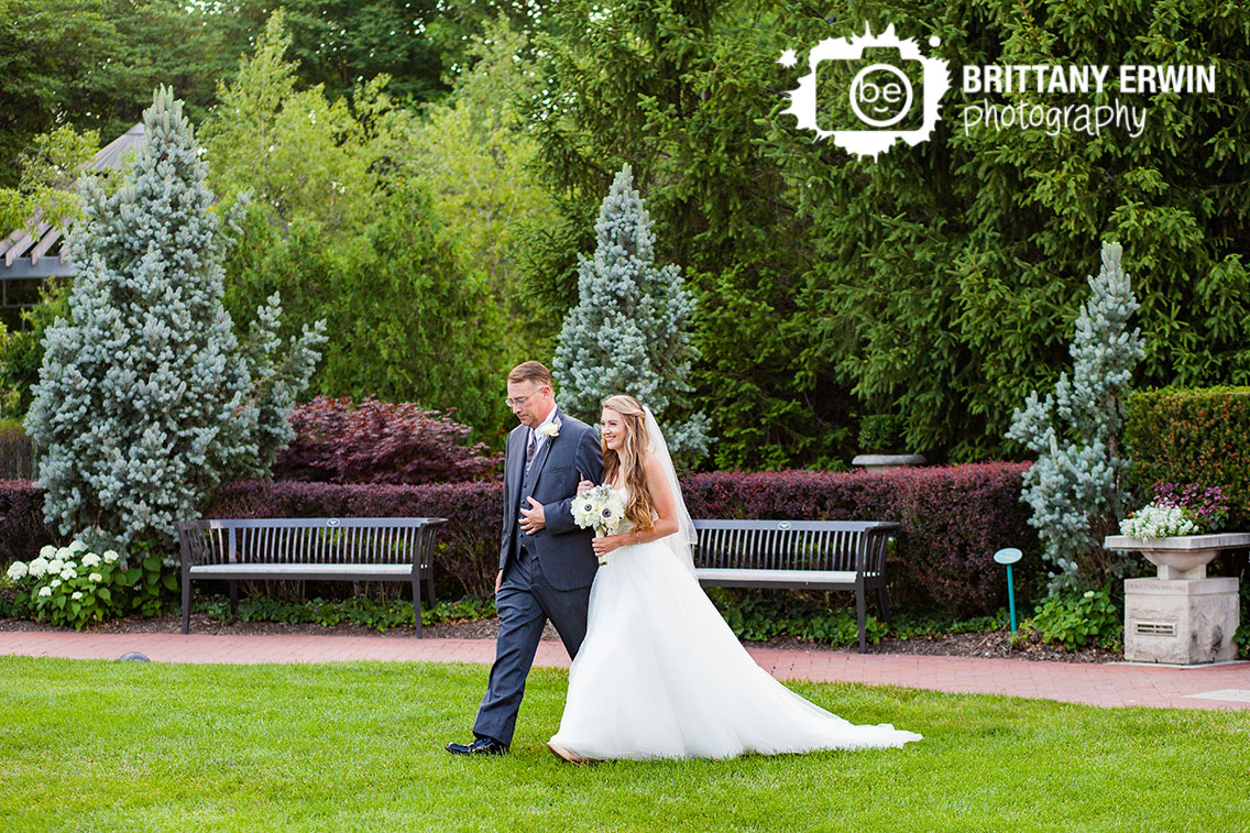Indianapolis-zoo-wedding-photographer-bride-walking-with-father.jpg