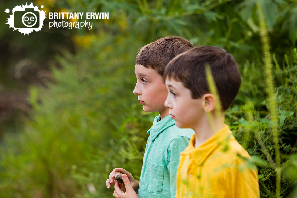 Creekside-Nature-Park-Zionsville-Indiana-portrait-photographer-boys-looking-out-on-water.jpg