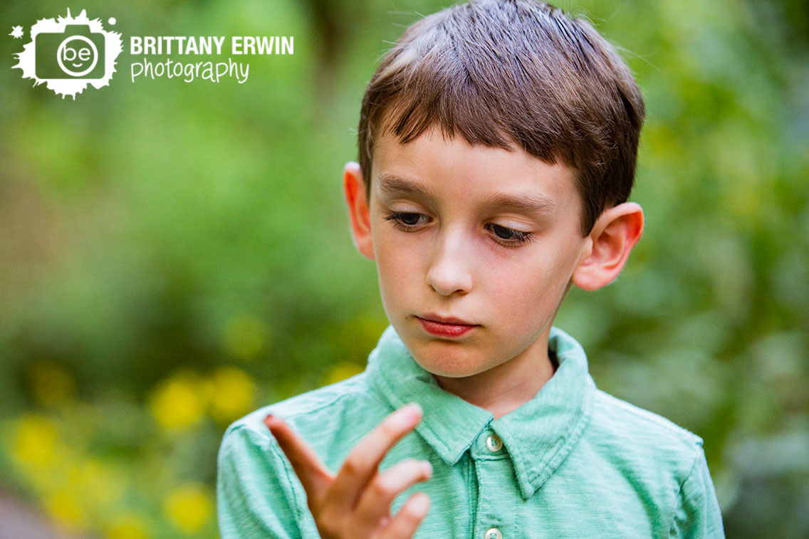 Creeksdie-nature-park-portrait-photographer-boy-playing-with-bugs.jpg
