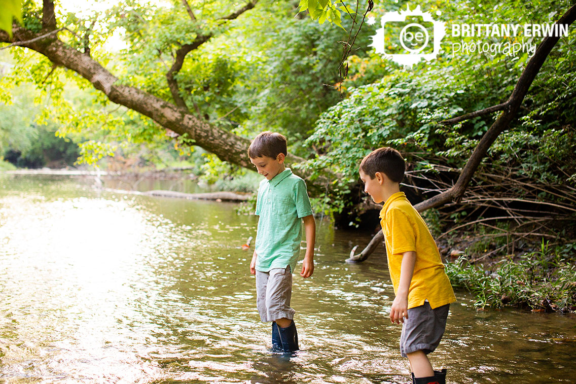 Eagle-creek-stomping-brothers-portrait-session-outdoor-photographer.jpg