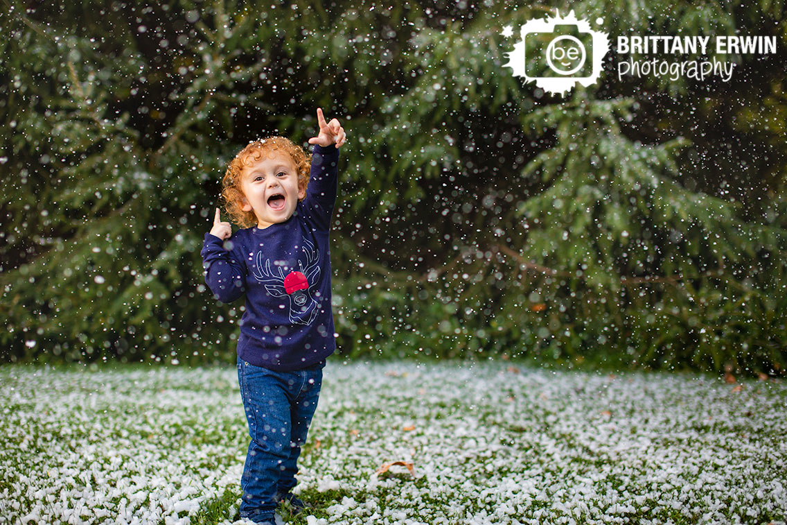 Indianapolis-snow-mini-session-winter-portrait-photographer-christmas-reindeer.jpg