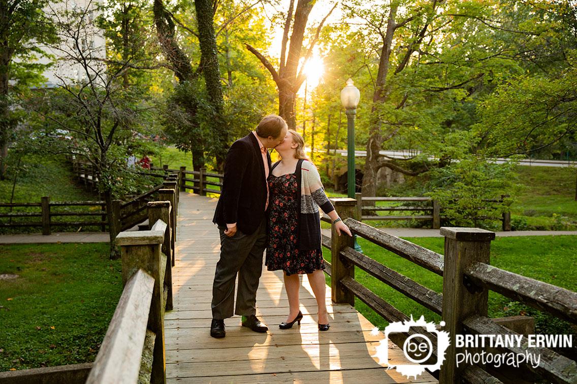 Bloomington-Indiana-University-wood-foot-bridge-couple-kiss-at-sunset.jpg