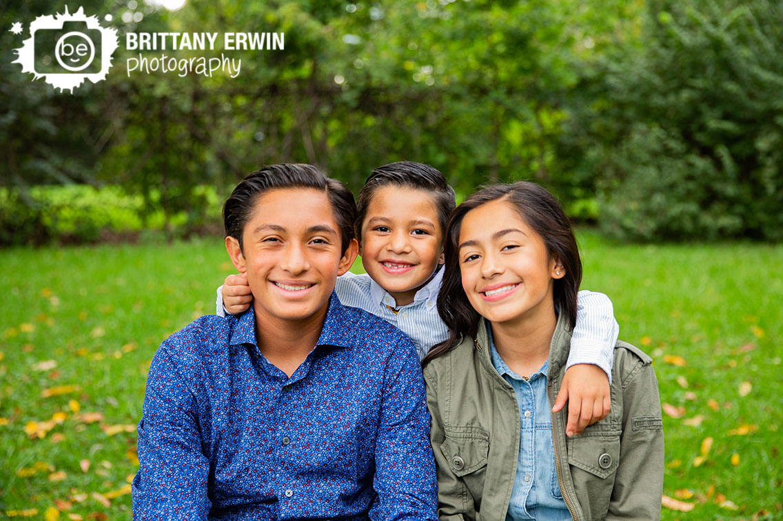 Indianapolis-family-portrait-brothers-sister-siblings-group-outdoor-fall.jpg