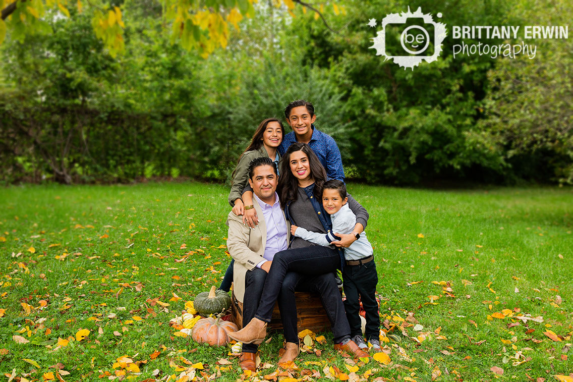Fall-portrait-indianapolis-family-leaves-group.jpg