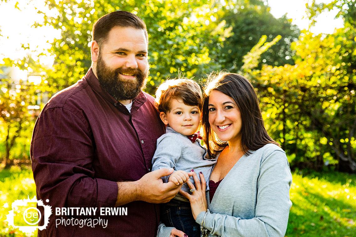 Indianapolis-fall-family-portrait-photographer-group-outside-mini-session.jpg