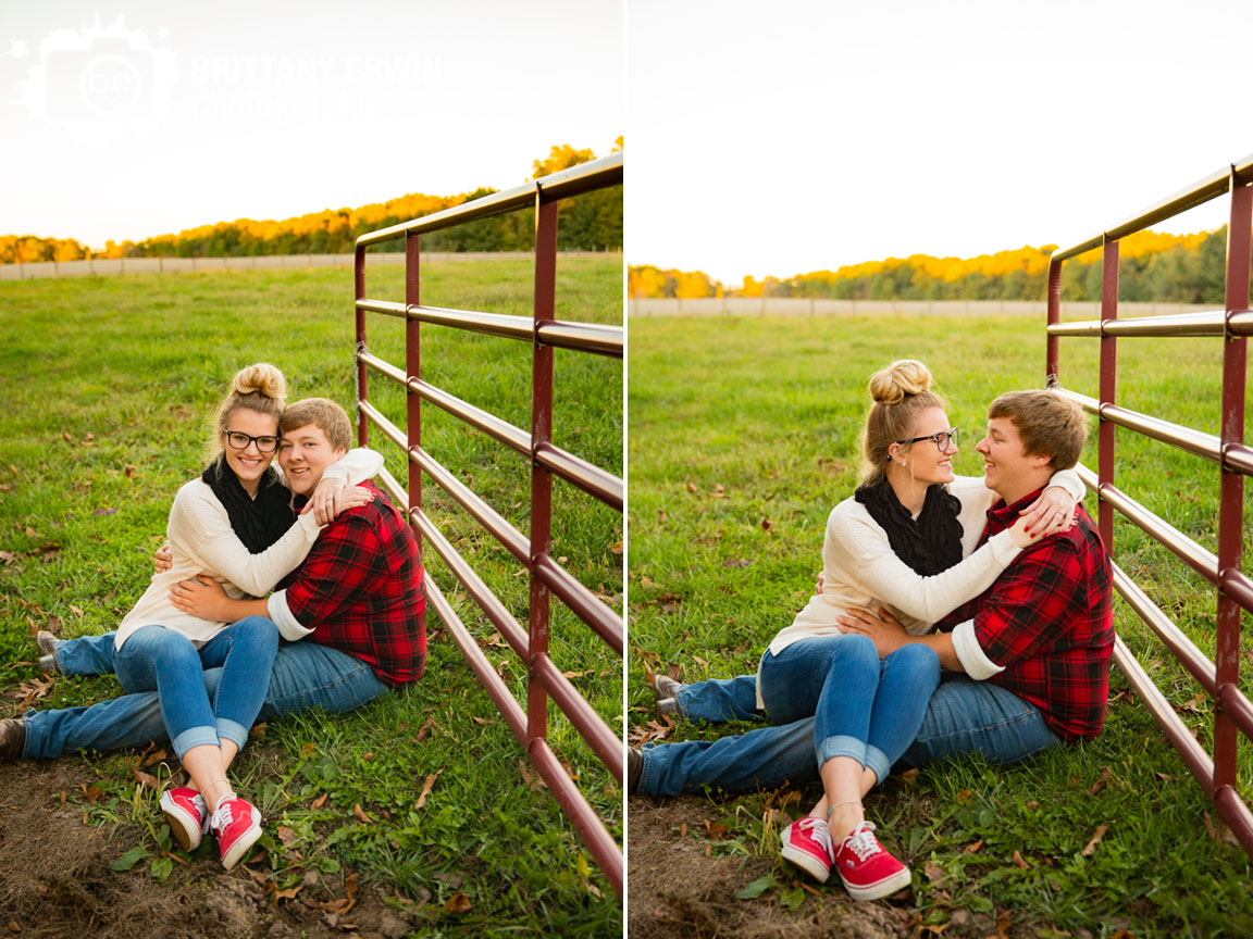 Martinsville-Indiana-engagement-portrait-photographer-couple-with-red-gate-field.jpg