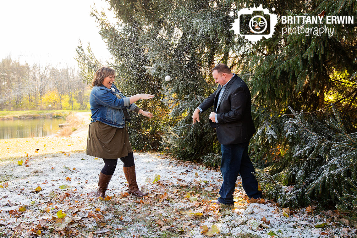 Indianapolis-snow-mini-session-photographer-couple-snowball-fight-outside-winter-fun.jpg