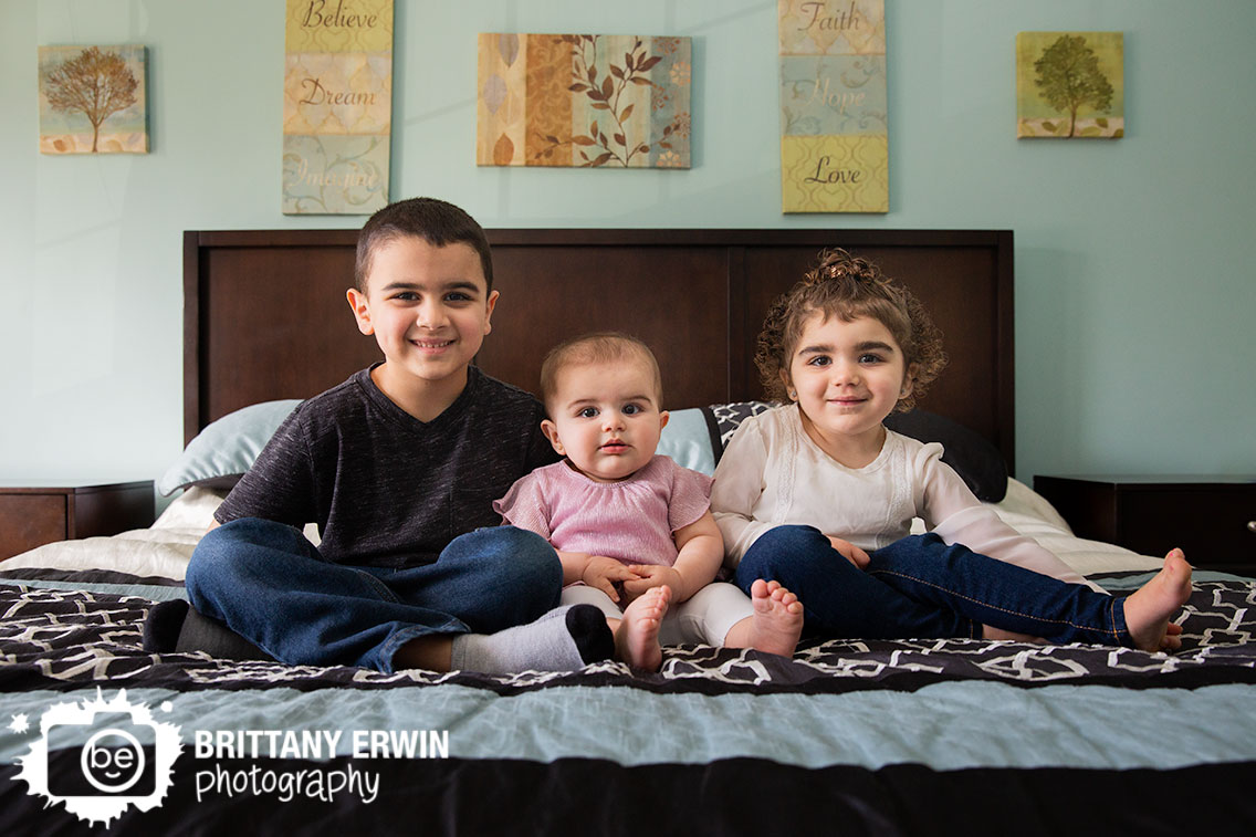Indianapolis-portrait-photographer-in-home-siblings-on-parents-bed-near-window-brother-sisters.jpg