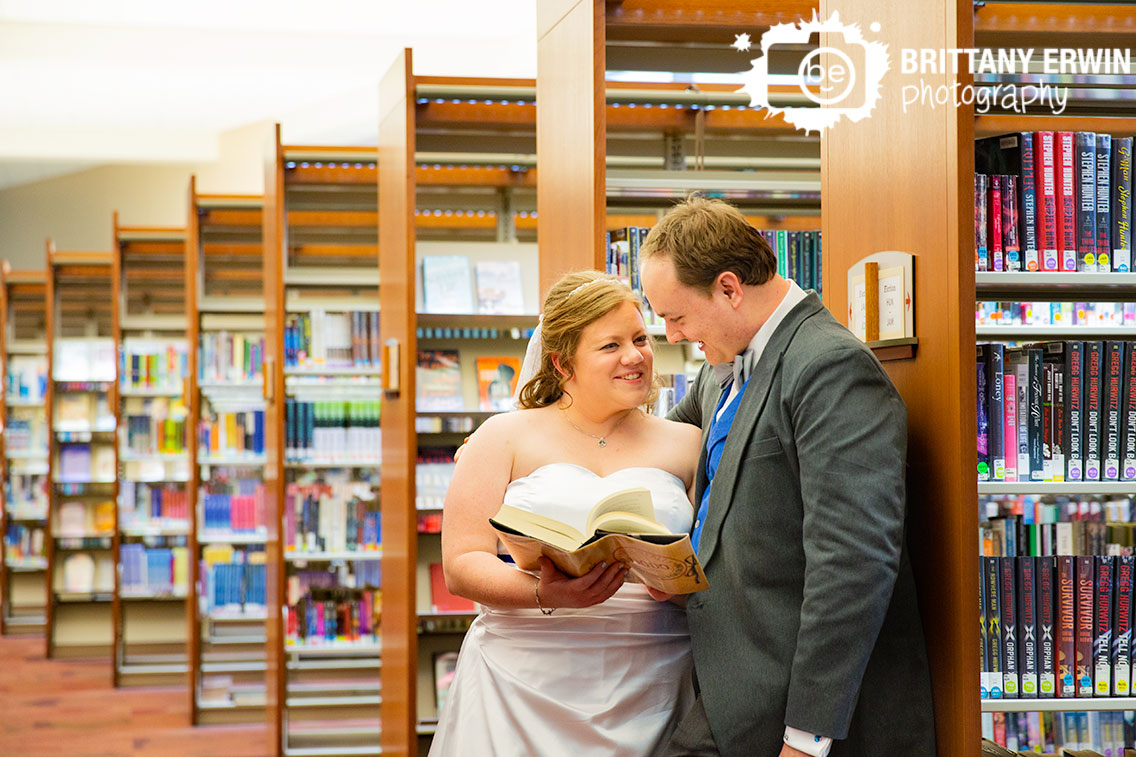 Indianapolis-central-library-couple-reading-book-together-between-bookshelves-aisle.jpg