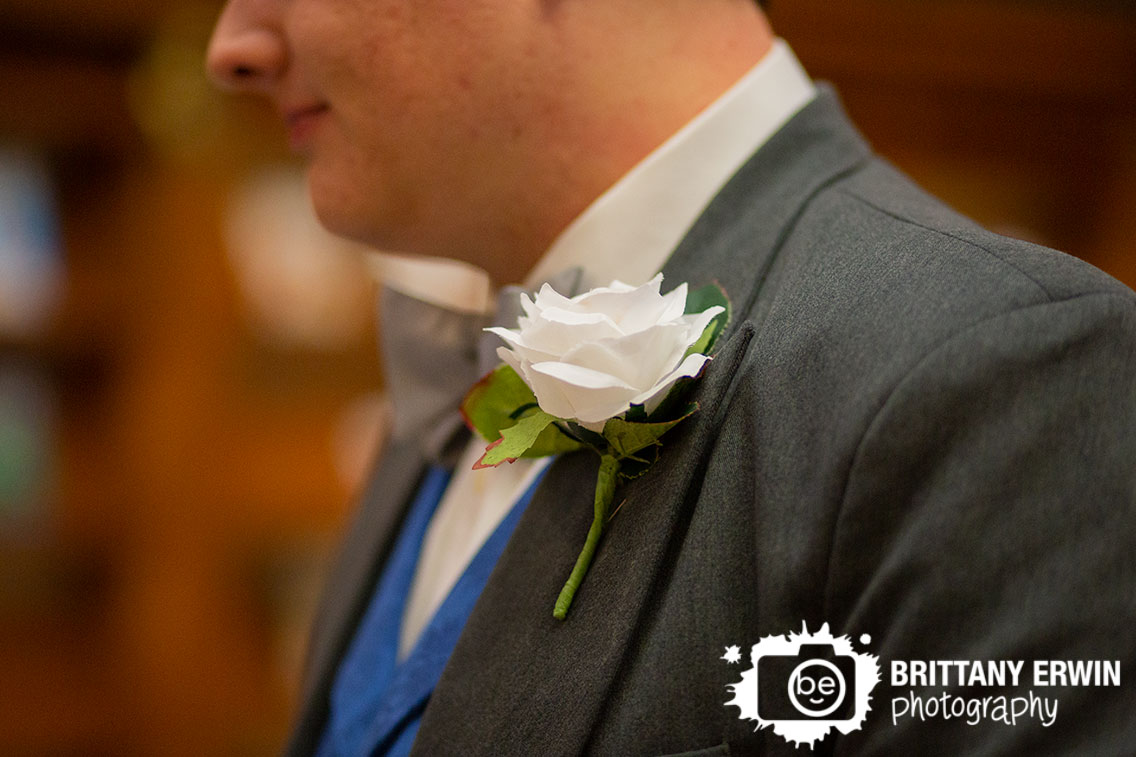 Indianapolis-wedding-photographer-boutonniere-groom-white-flower.jpg