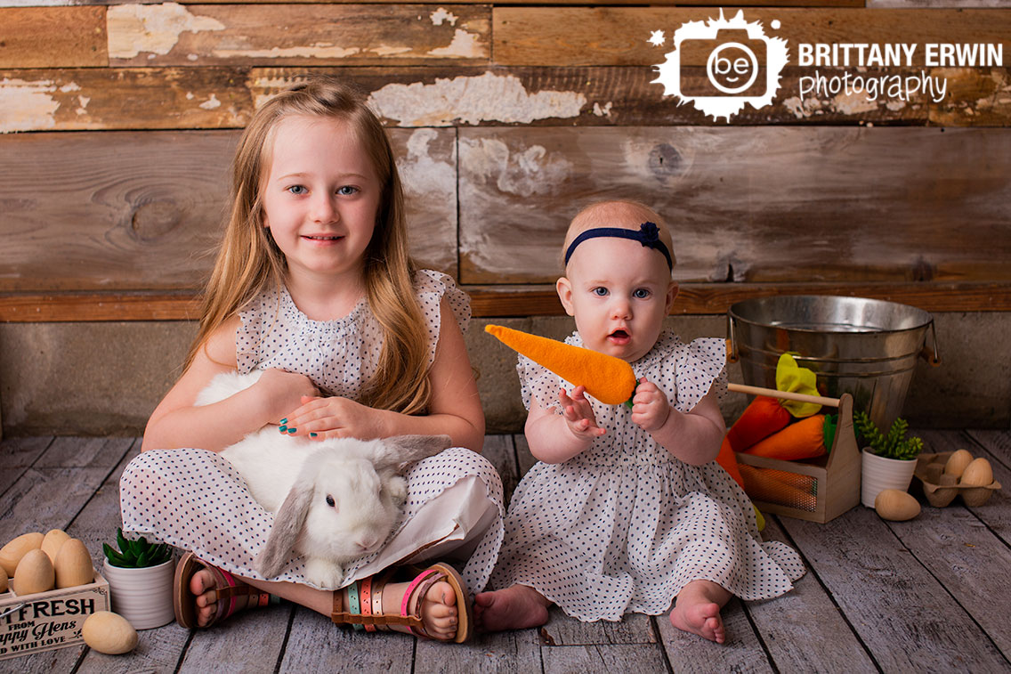 Indianapolis-spring-studio-portrait-photographer-carrot-bunny-mini-session-sisters.jpg
