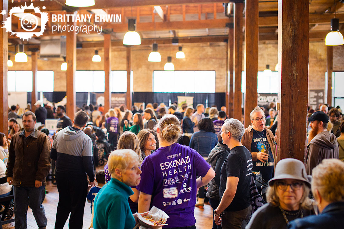 Indianapolis-photographer-group-crowd-at-Indy-VegFest-volunteers-and-attendees.jpg