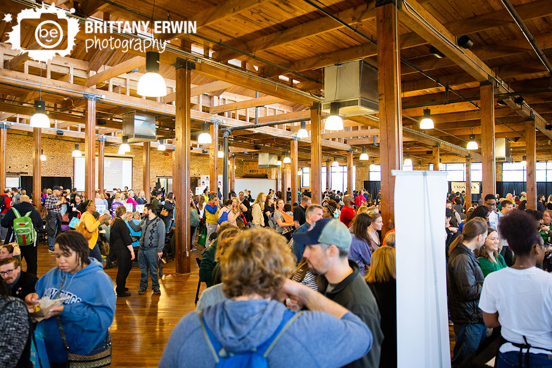 Indianapolis-event-photographer-crowd-at-vegan-Indy-VegFest-at-the-Biltwell-center.jpg