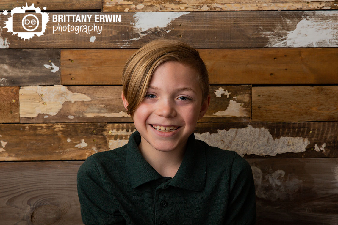 Indianapolis-portrait-photographer-rustic-barn-wood-wall-Speedway.jpg