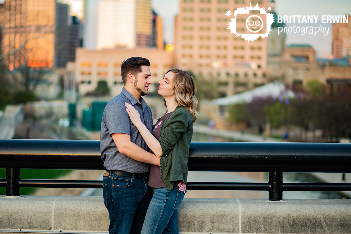 Indianapolis-downtown-urban-engagement-skyline-portrait-photographer-couple.jpg