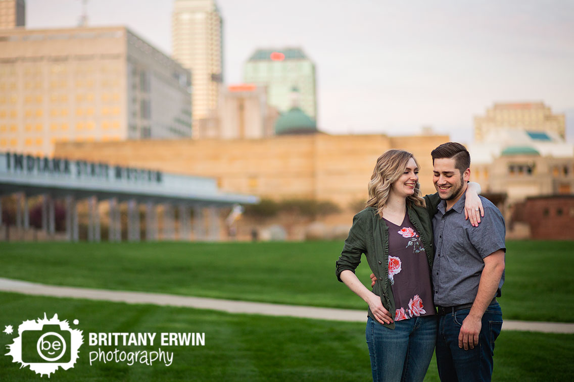 Indianapolis-indiana-state-museum-skyline-engagement-portrait-photographer-couple-laughing.jpg