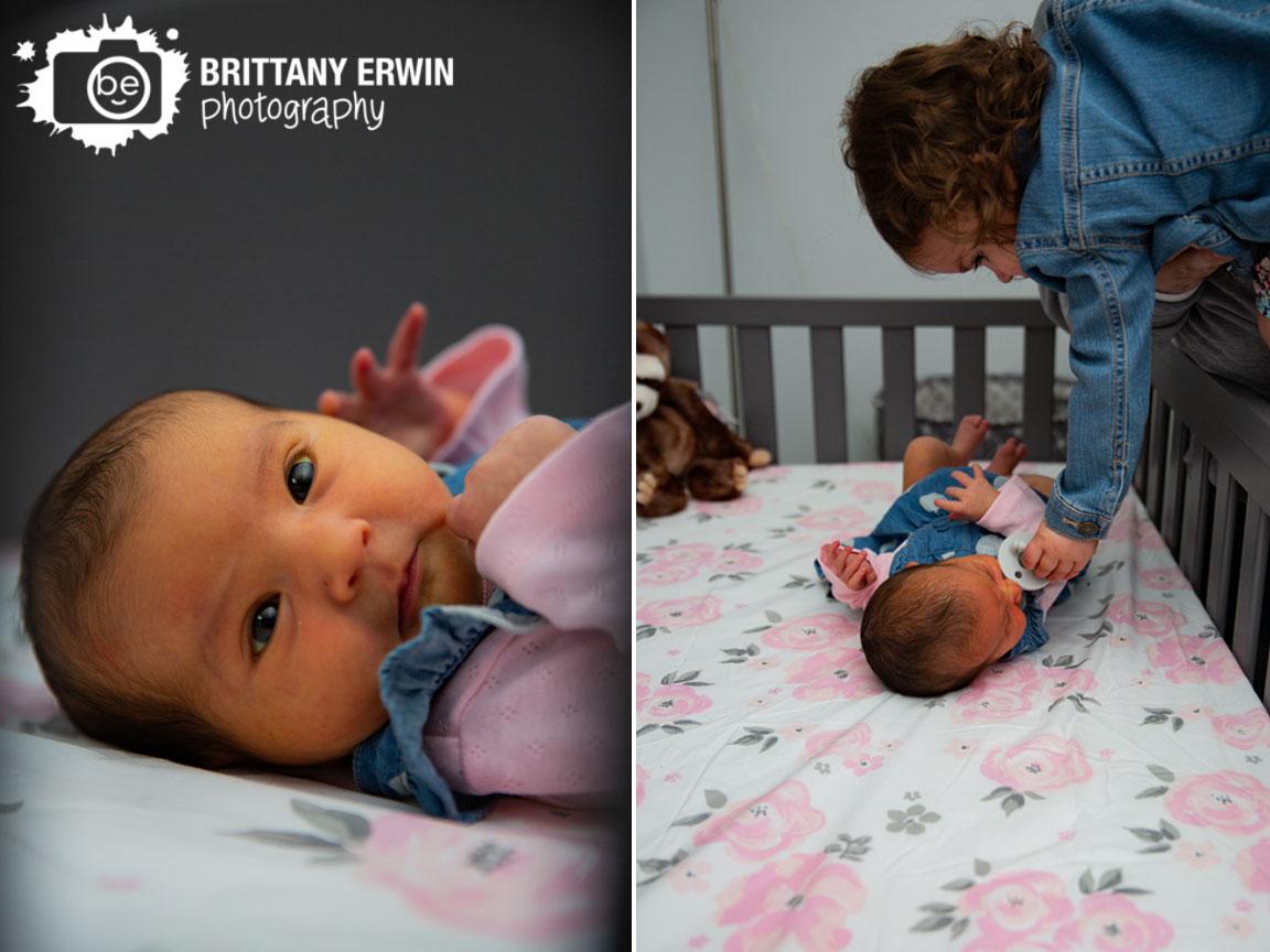 Indianapolis-lifestyle-newborn-portrait-photographer-flower-crib-sheet-big-sister.jpg