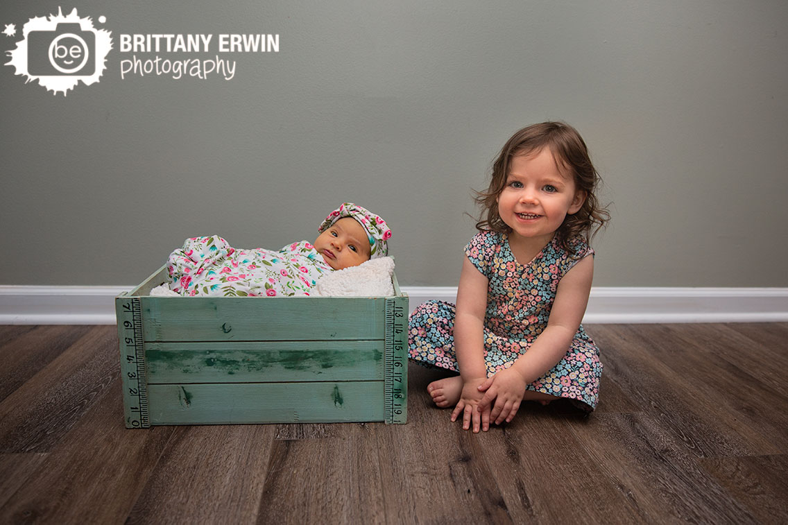 Indianapolis-lifestyle-portrait-photographer-newborn-baby-girl-sister-siblings.jpg