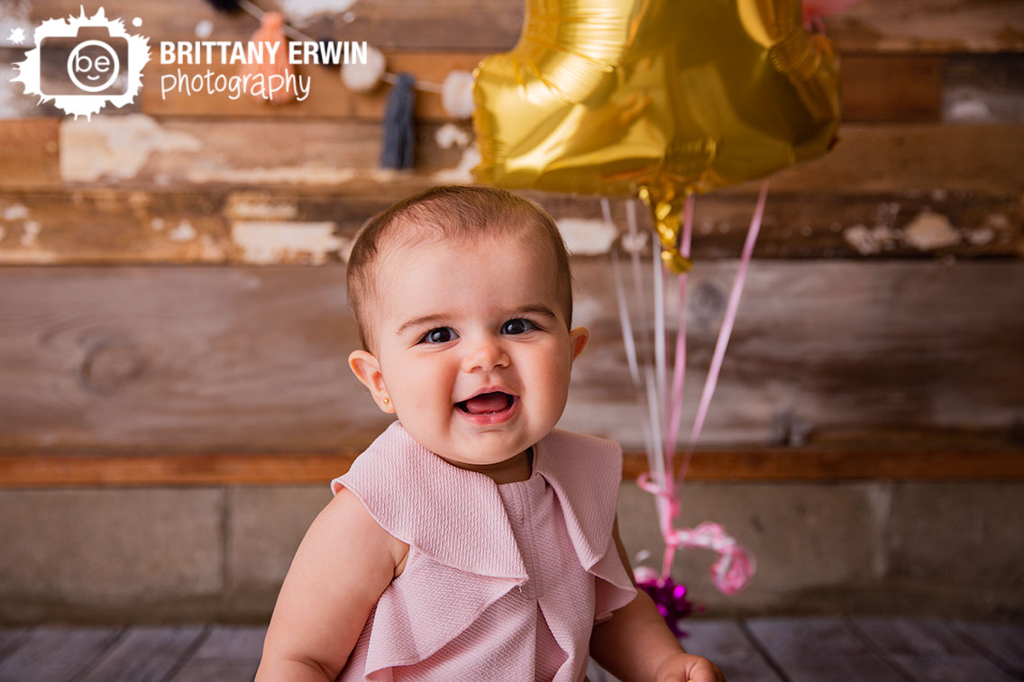 Indianapolis-portrait-studio-photographer-first-birthday-baby-girl-balloon.jpg