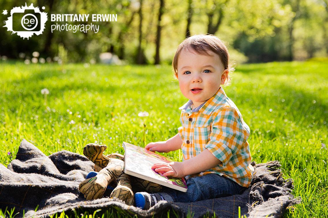 Spring-portrait-photographer-birthday-boy-good-night-groot-book.jpg