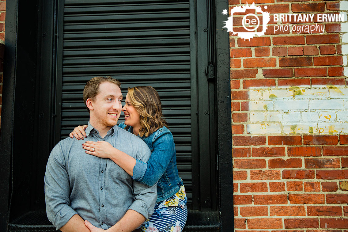Fountain-Square-Indiana-engagement-portrait-photographer-couple.jpg