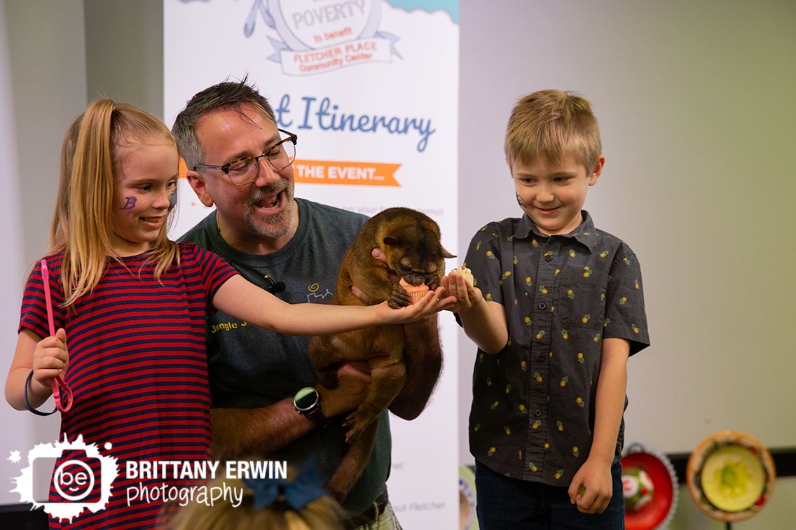 Indianapolis-event-photographer-silly-safari-animal-show-kids-interactive-feed-cupcakes.jpg