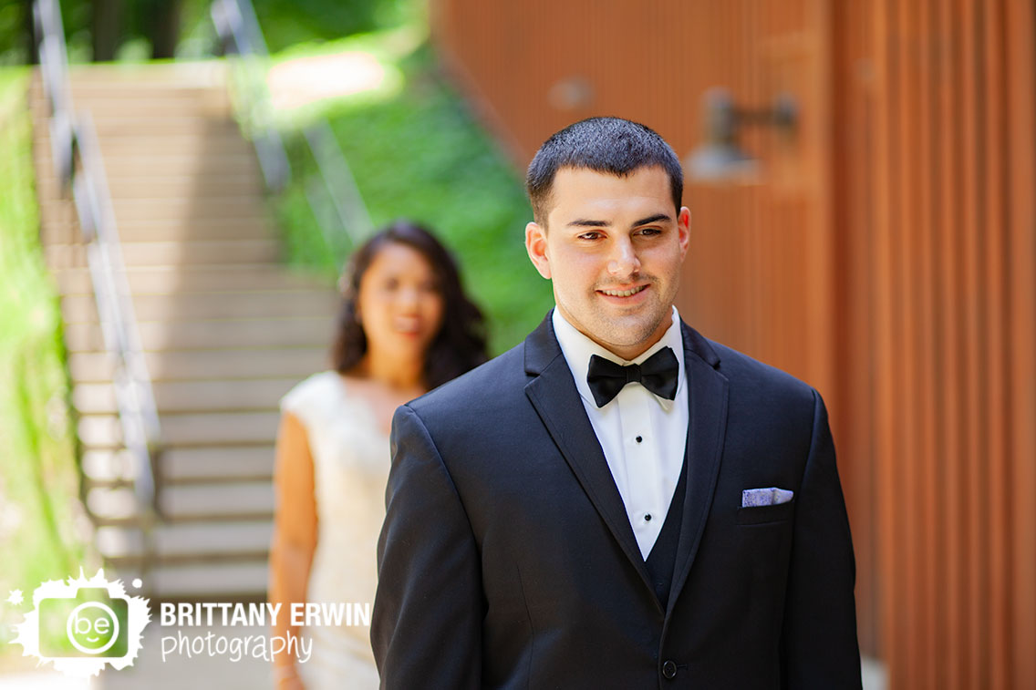 Indiana-wedding-photographer-groom-waiting-for-bride.jpg