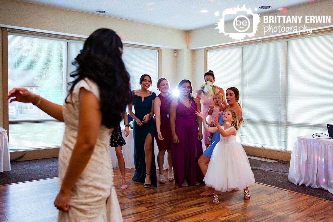 bouquet-toss-salt-creek-golf-resort-wedding-photography.jpg