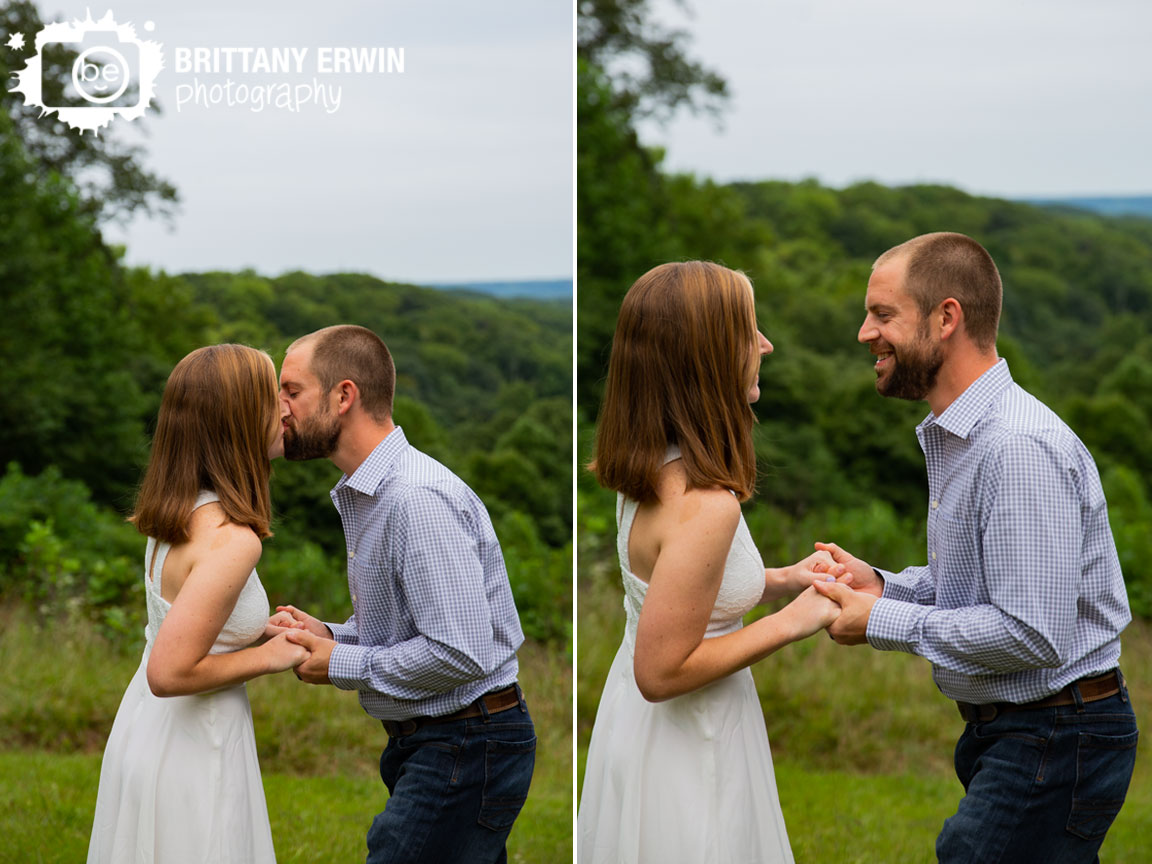 first-kiss-elopement-at-hesitation-point-skyline-view-at-park.jpg