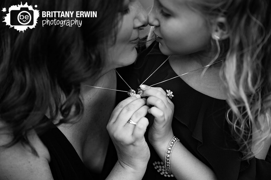 mother-daughter-heart-necklace-matching-hearts-complete-words.jpg