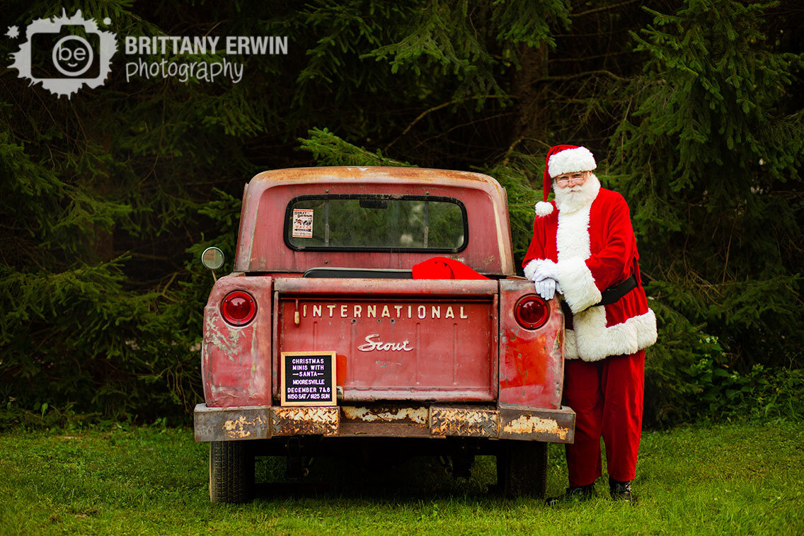 Christmas-mini-sessions-with-santa-and-classic-historic-truck-66-international-scout.jpg