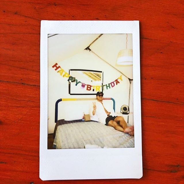 We're seeing lots of old school cameras checking in these days. Glad to hear word has gotten out - Camp Rockaway is the place to unplug. Come for a birthday, come for an anniversary, come for no other reason except to disconnect from what doesn't really matter, and remember what does. • • • 📸x @elizajordan612 • • • #secondsummer #birthday #beach #nyc @idktonight #idktonight