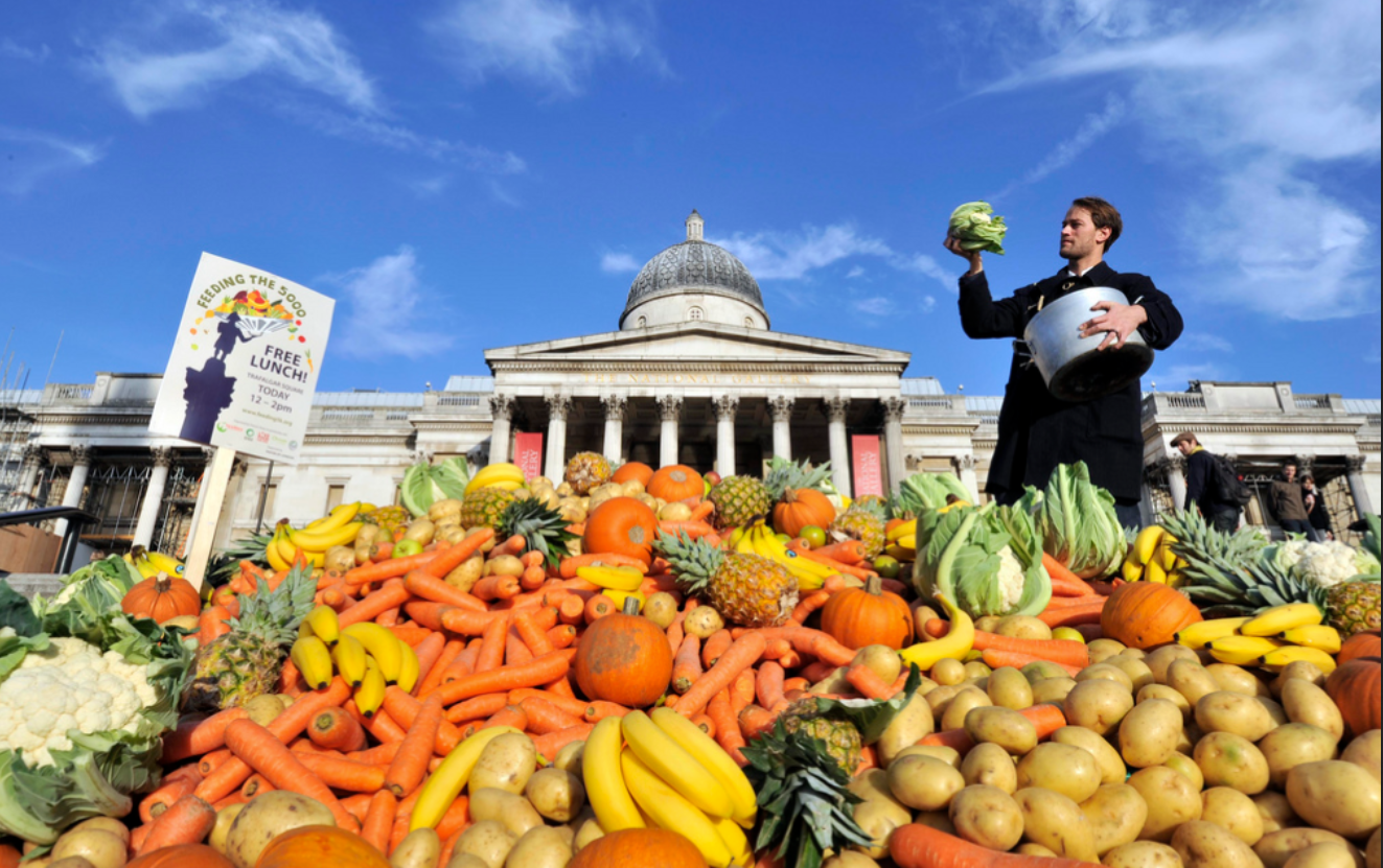 "Photo: ""Feeding the 5,000"" event in Trafalgar Square, London"