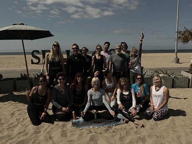 Beach yoga @sealegsonthebeach @hardyoga #monicacarrollyoga #huntingtonbeachyoga #lufeofayogi #
