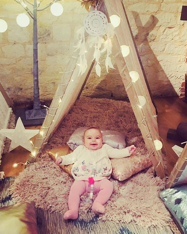 When your little lady comes to work with you! It was a breeze, she just smiled at all the twinkling lights and then fell asleep on the fluffy rug...while I set up camp around her! #myrose #workingmum #ourhappyplace #kidscamp #wedding2019 #wedding2020