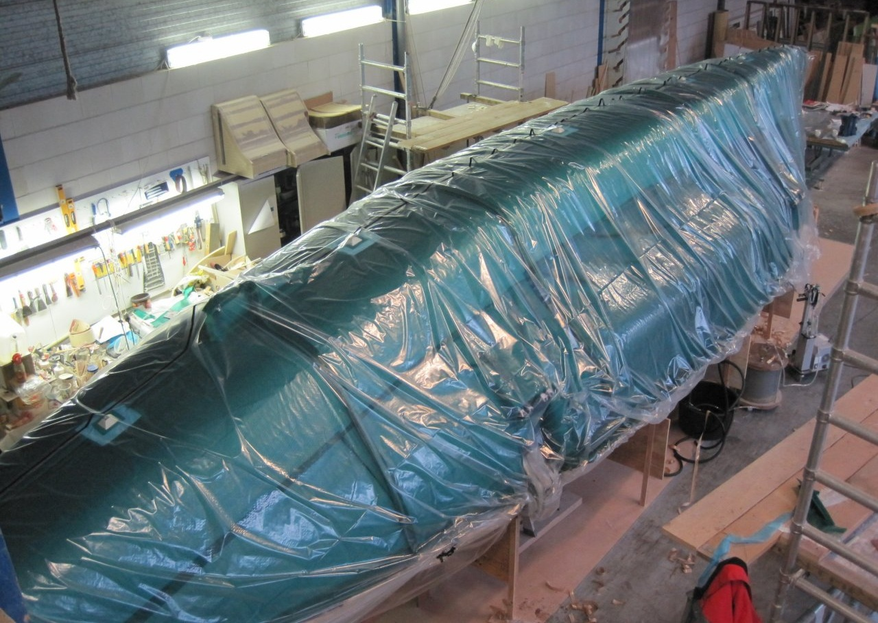 Vacuum-bagging eliminates excess resin and ensures the strongest and lightest hull structure. Production instructions generated using digital patterning software such as CompositeFlat helps ensure that everyone on the team has asses to the the correct information at all times.