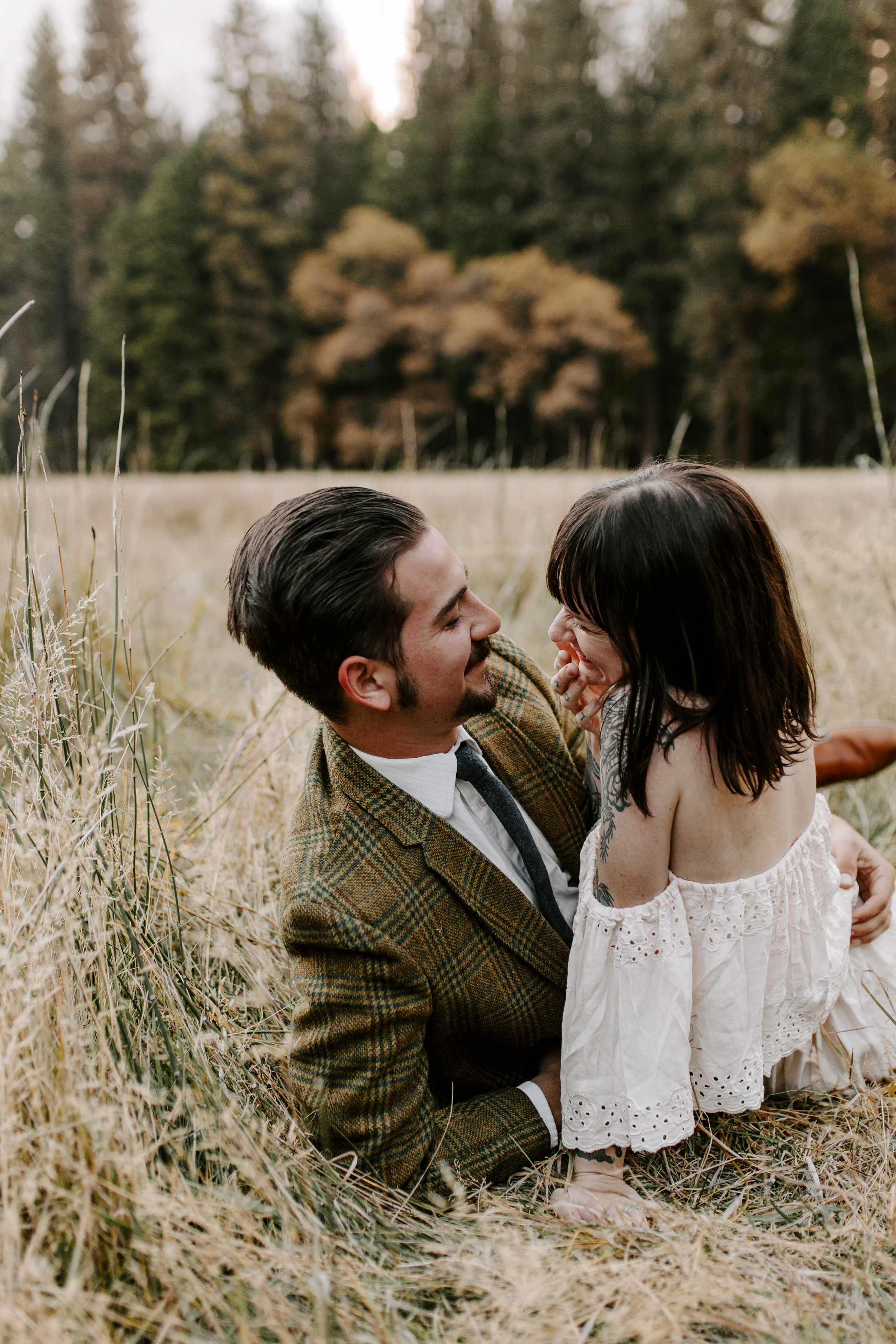 rizzo_and_tristan_yosemite_valley_elopement_maia_chloe_photo_national_park_sunset_field_free_people_october