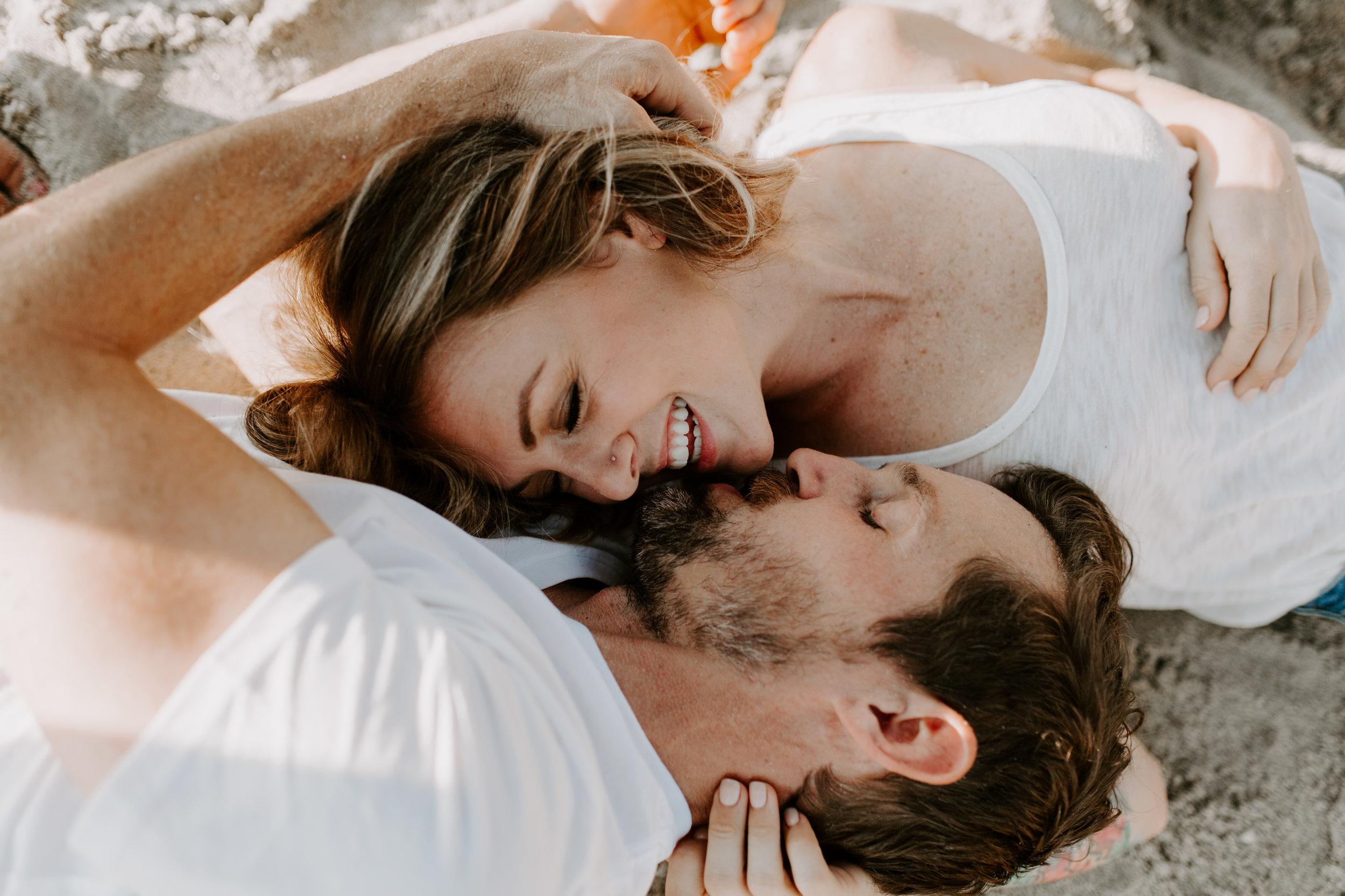maia_chloe_photo_mae_and_tyler_laguna_beach_couple_kiss_november_2018