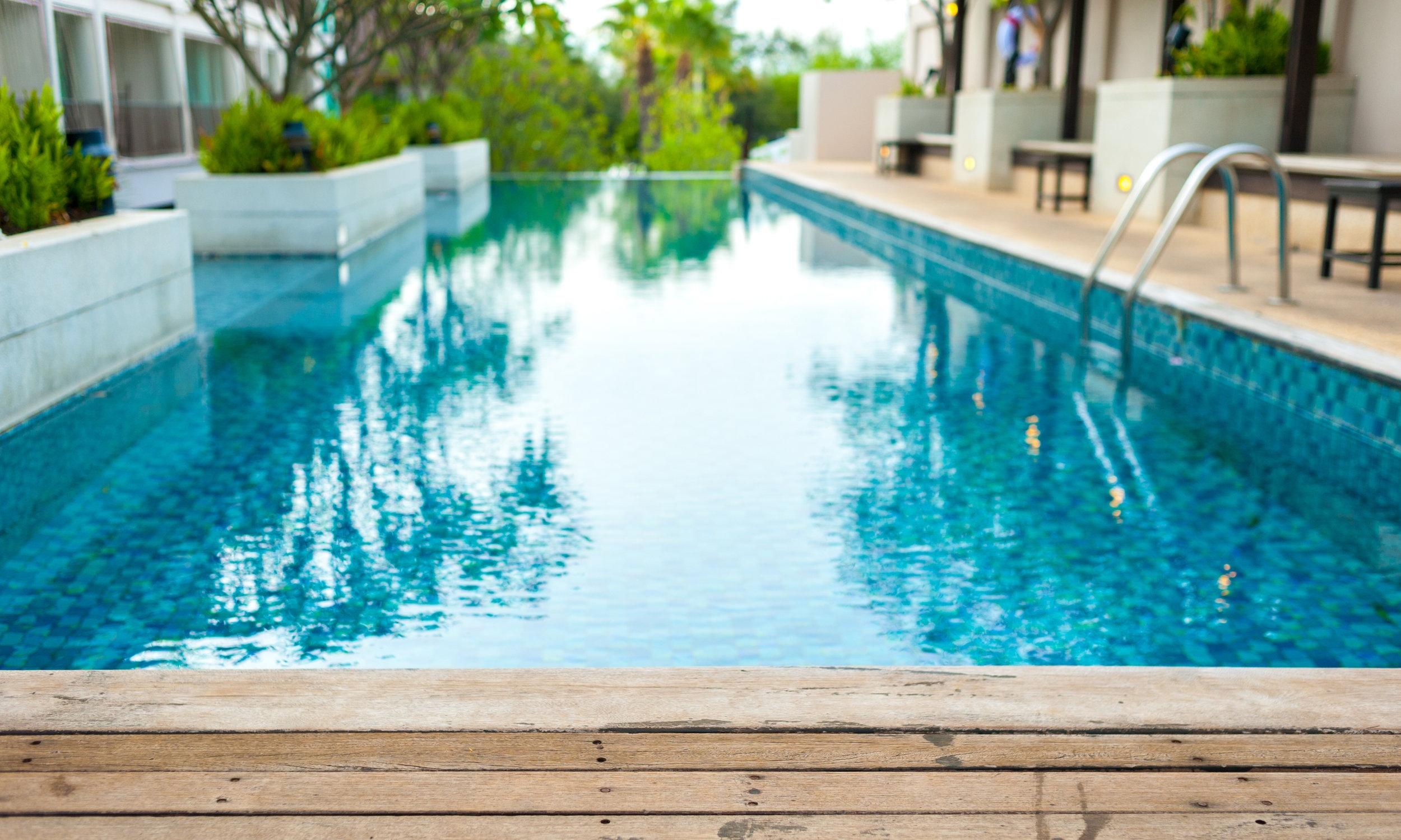 clean pool in Palm Beach Gardens