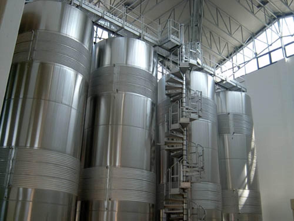 TRE SECOLI steel tanks white wine photo.jpg