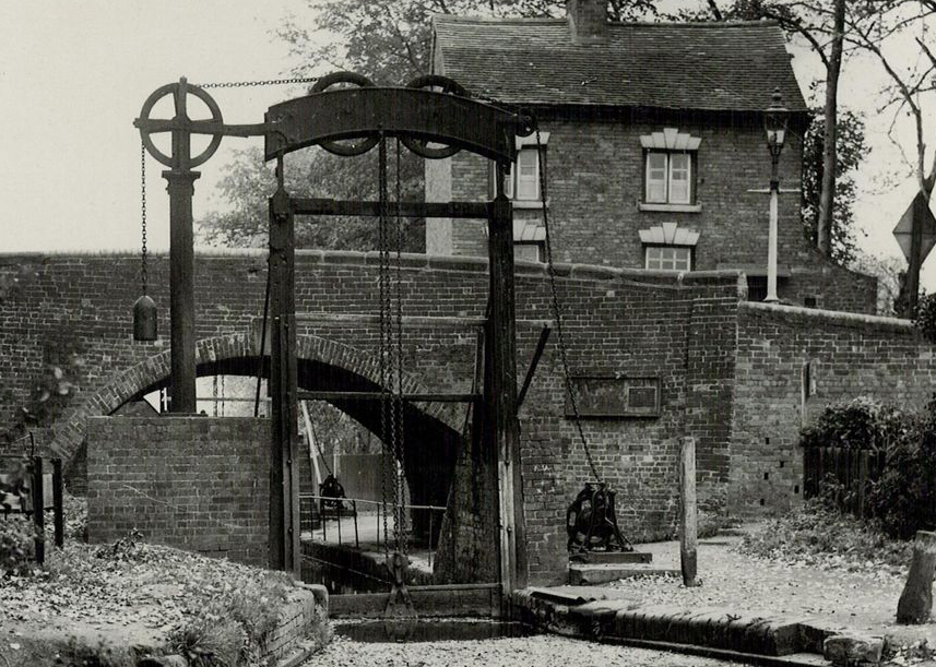 The Guillotine Lock