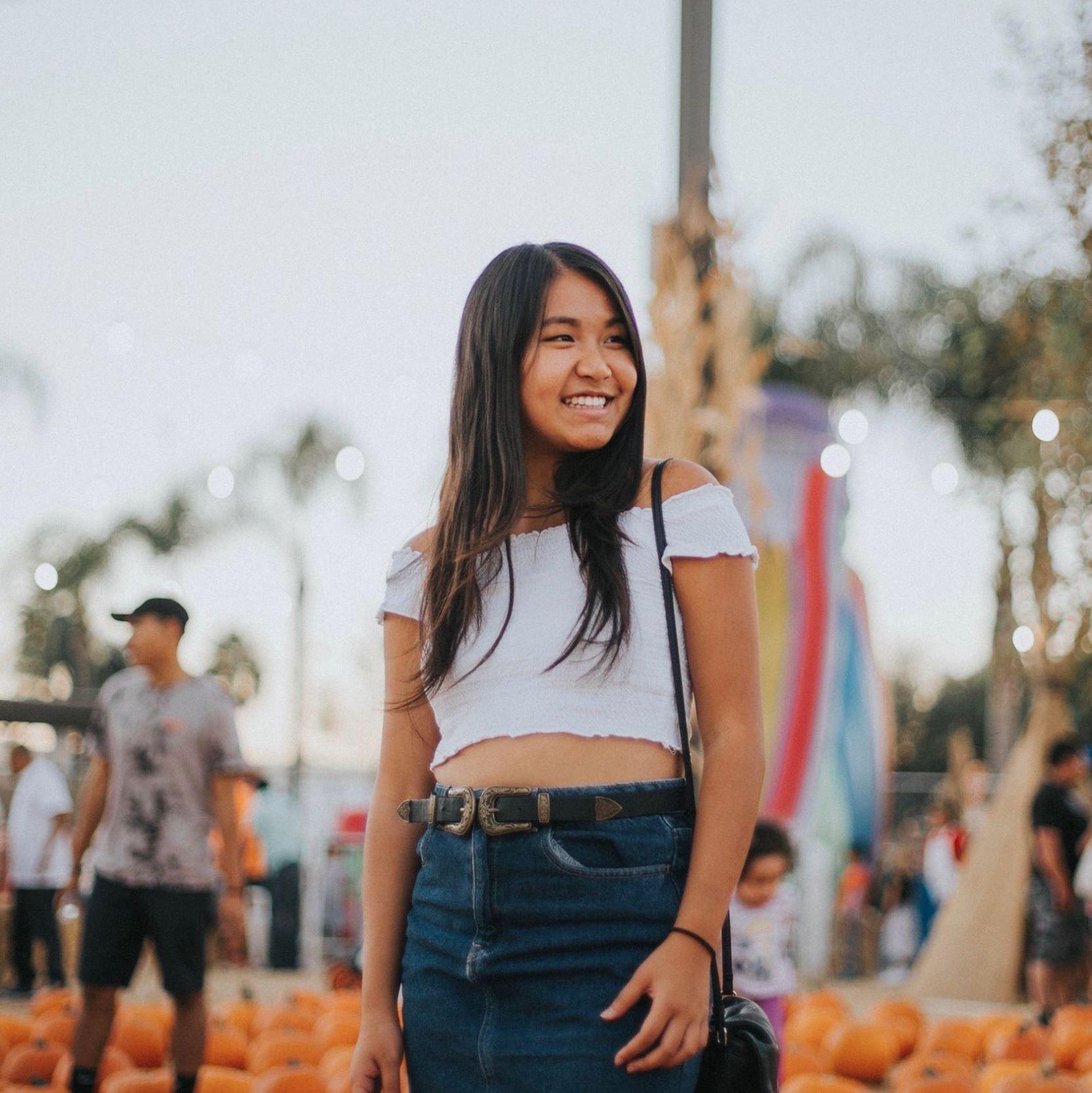 Melisa  (@melisacya)  Worked as Social Media Manager for a VR startup